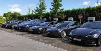 tesla-car-electric-mobility-plug-battery